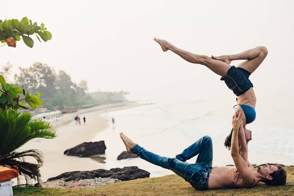 Захватывающая дух, зрелищная и сложная Акро-йога для тех, кто не любит скучать