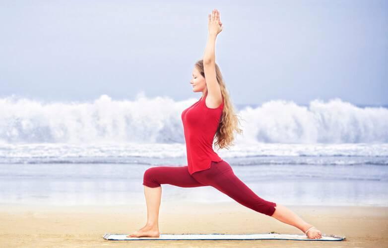 Вирабхадрасана 3 или поза героя 3 в йоге: техника выполнения, польза, противопоказания