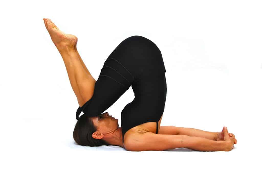 Как правильно делать позу плуга в йоге