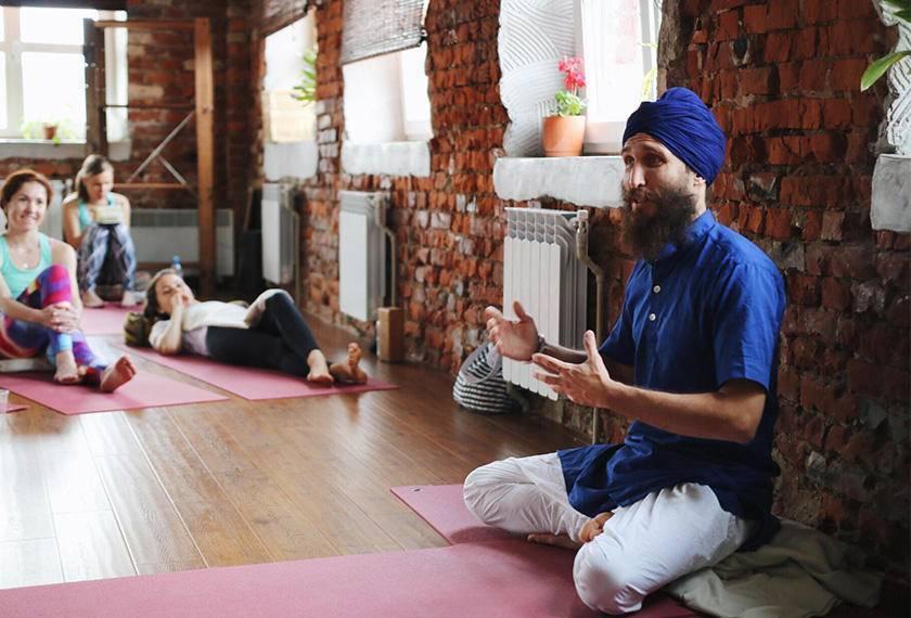 Кундалини йога: психология и простые упражнения