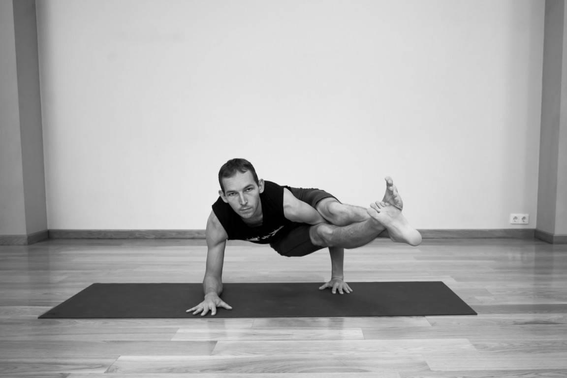 Уттхита паршваконасана или поза растянутого бокового угла в йоге: техника выполнения, польза, противопоказания