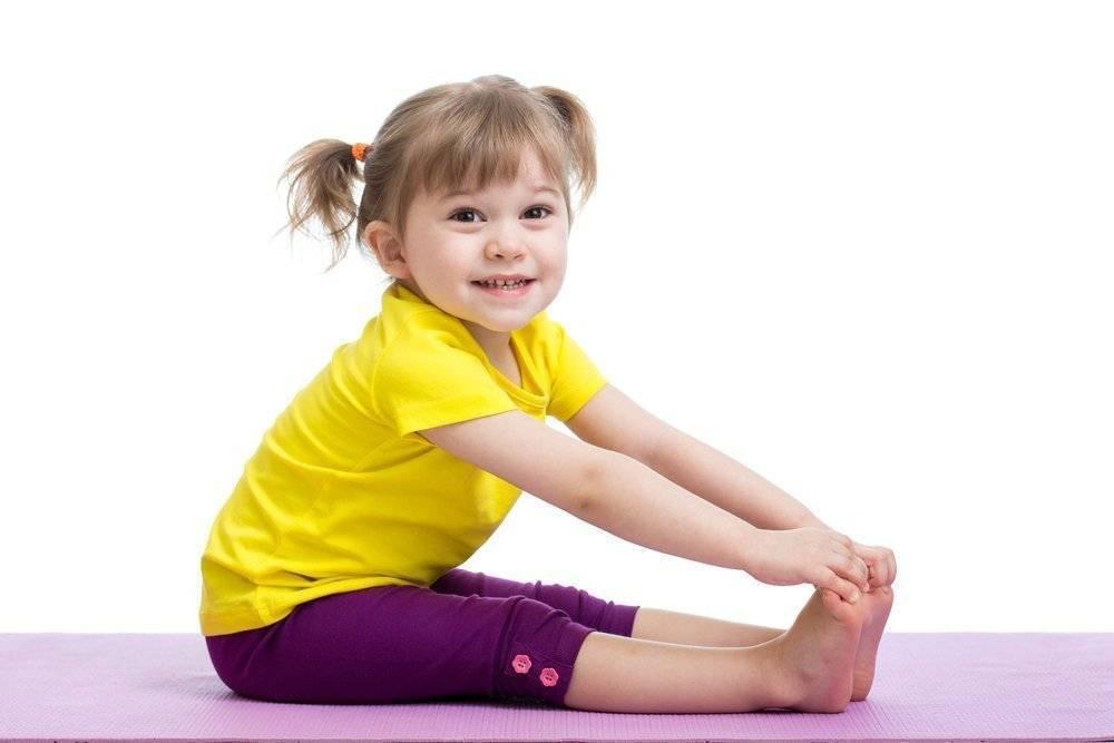Йога челлендж для детей на двоих: легкие позы для начинающих