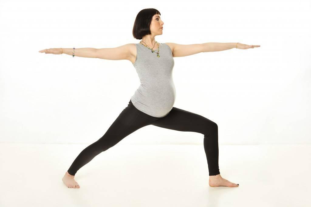 Йога для беременных: польза и топ-5 асан для беременных