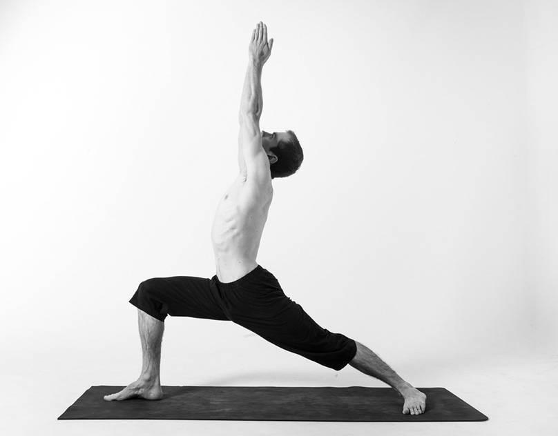 Паривритта триконасана или поза перевернутого треугольника в йоге: техника выполнения, польза, противопоказания