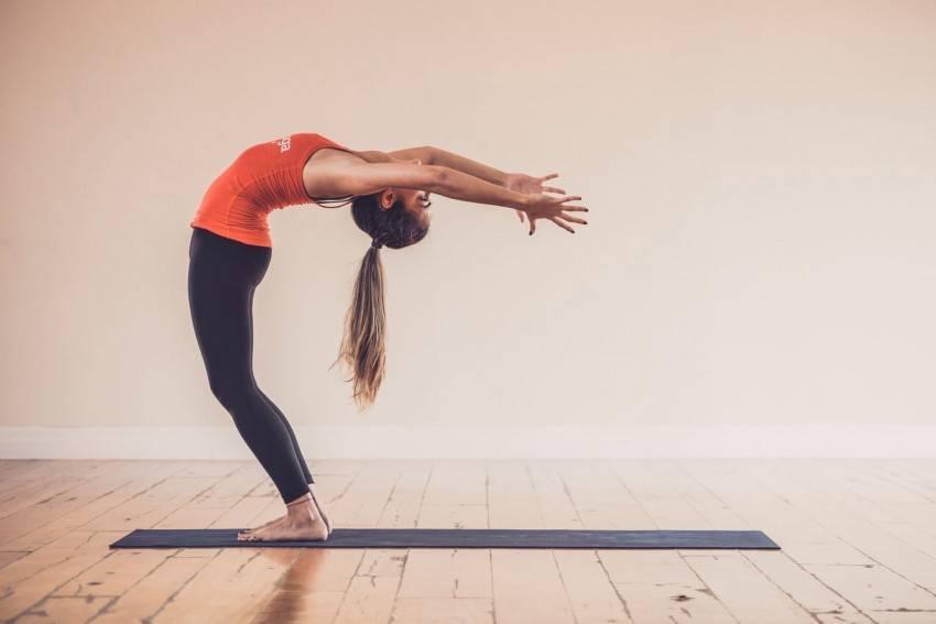 Силовая йога для мужчин и женщин: упражнения и комплексы