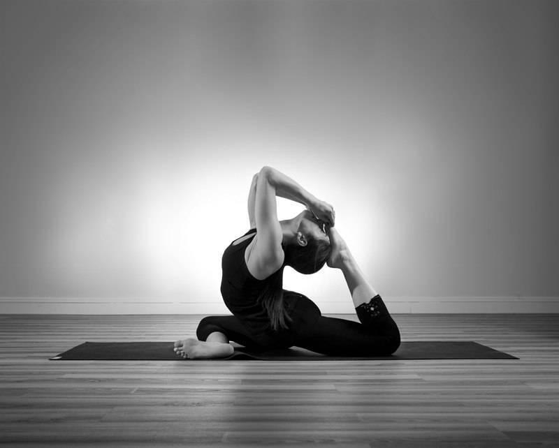 Раскройте сердце вместе с позой полумесяца анджанейасаной в йоге