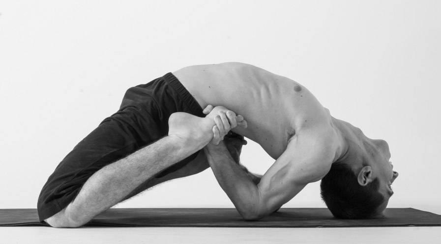 Поза лягушки в йоге: упражнение и её польза