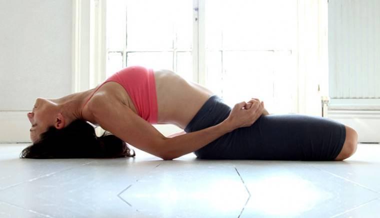 Какие упражнения йоги помогут при лечении геморроя?