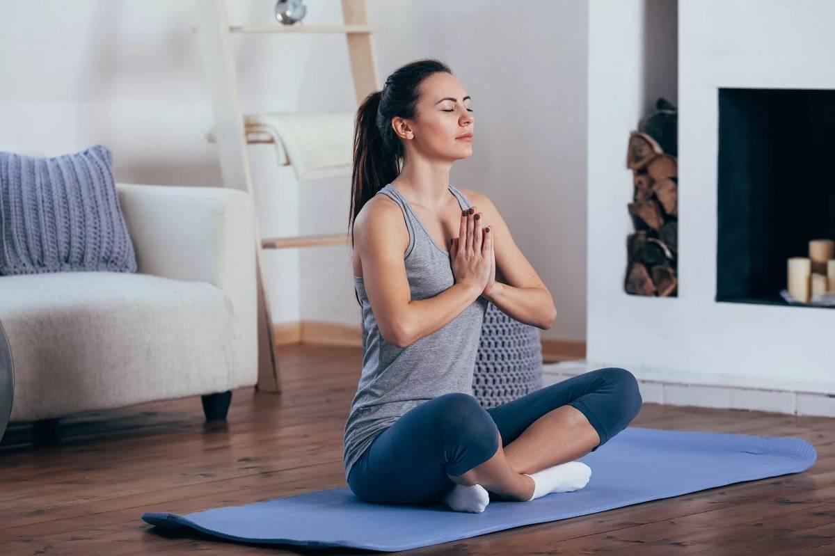 Йога для начинающих в домашних условиях — видео уроки