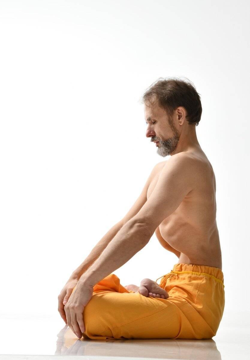 Техника выполнения мула бандхи (корневого замка): польза для женщин и мужчин