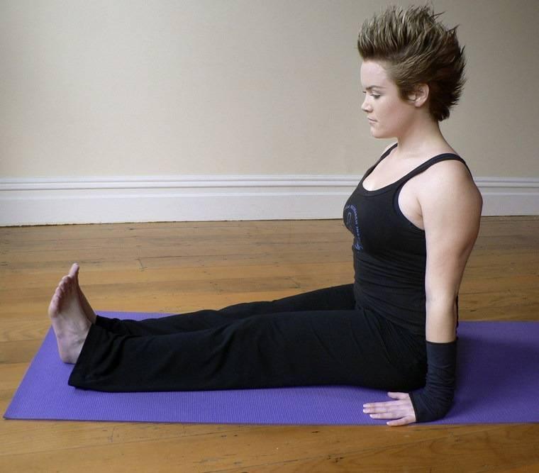 Секреты выполнения падангуштхасаны, техника позы наклона с захватом в йоге, польза асаны