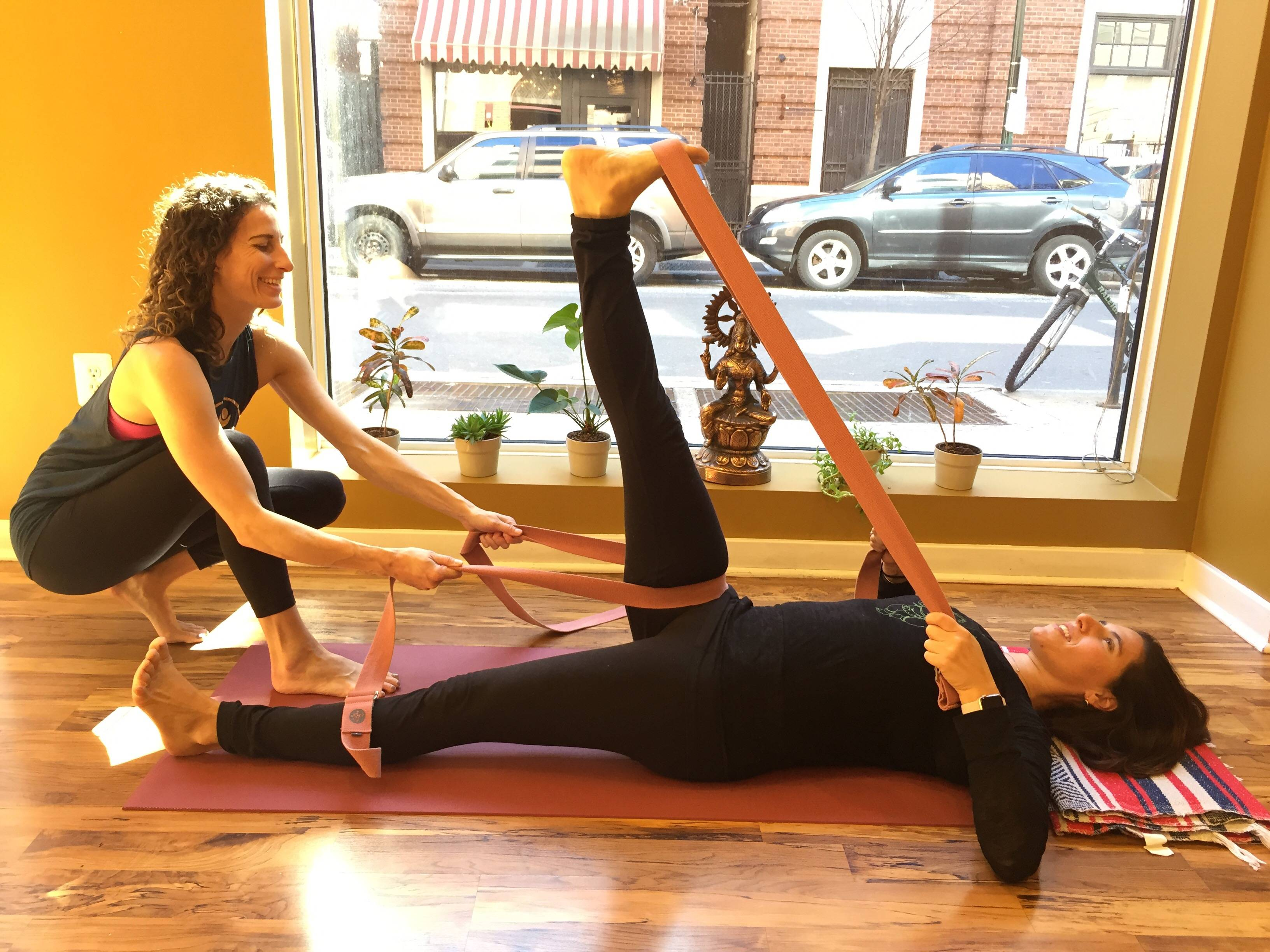 Йогатерапия - что это, отличие от йоги, принципы—