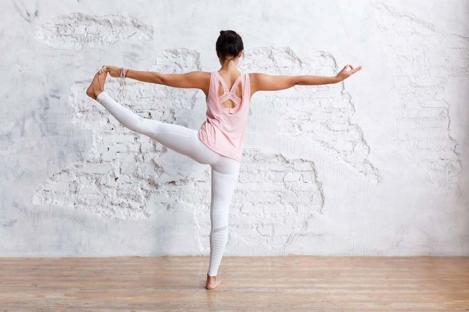 Асаны на баланс. польза, правила выполнения, способы упрощения и техника безопасности - psy yoga studio