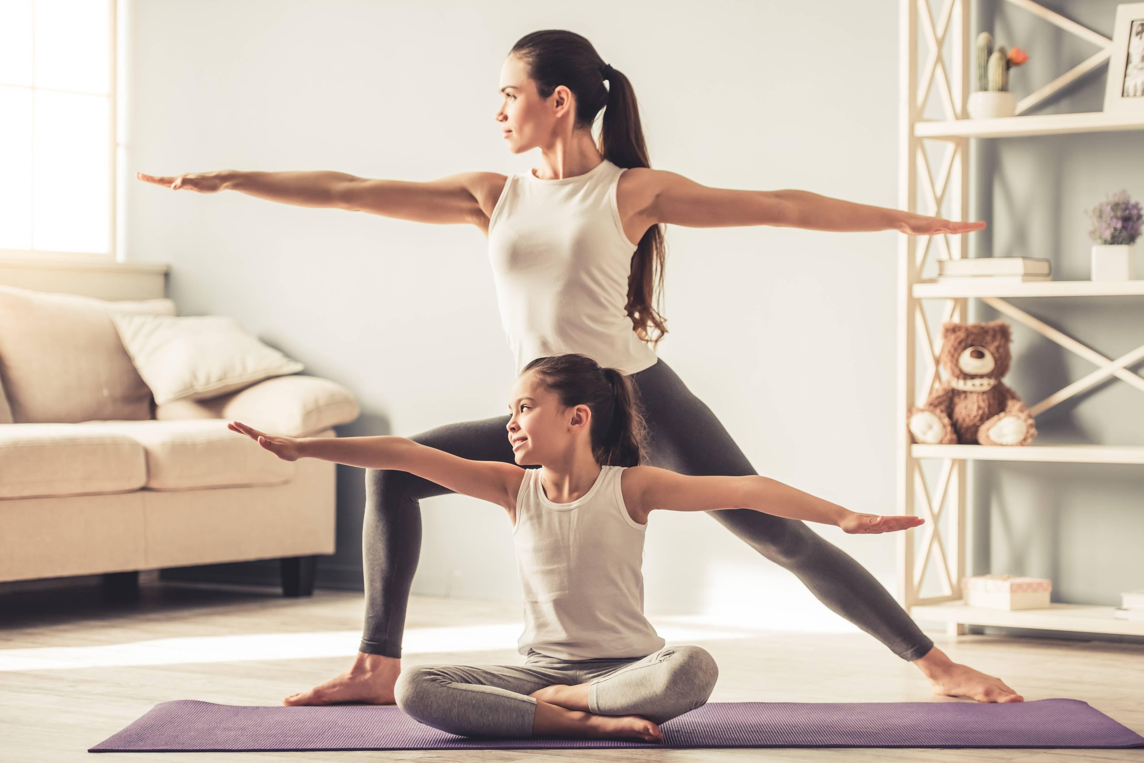 Занятия и упражнения детской йогой в домашних условиях