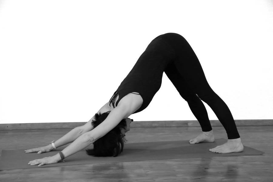 Поза собака мордой вниз / адхо мукха шванасана - yoga for me