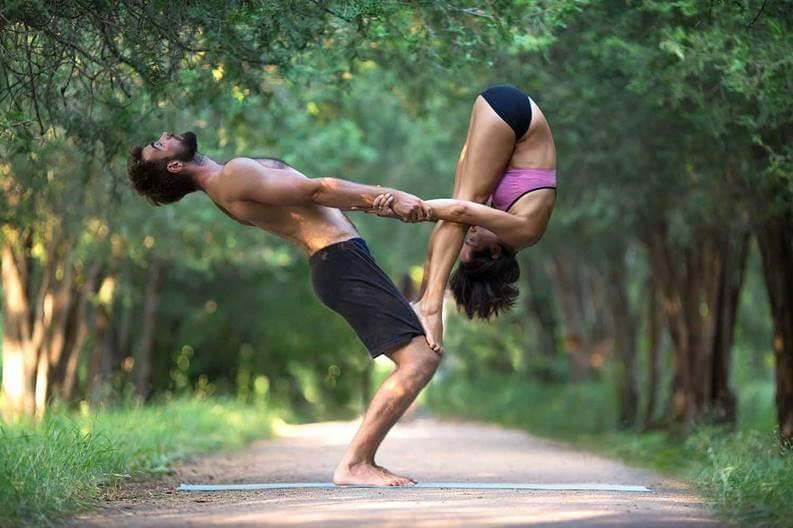 Йога на двоих: легкие и сложные позы для начинающих и продвинутых, польза парной йоги, меры предосторожности - советы и рецепты