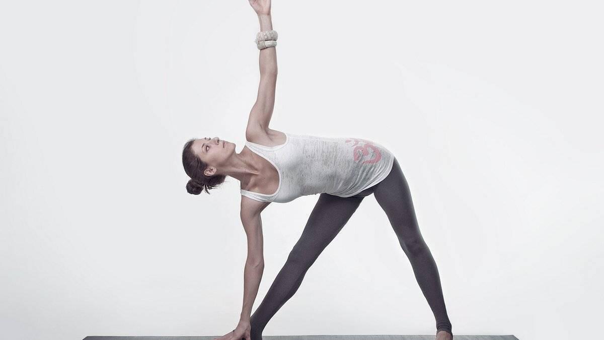 Пинча маюрасана: мощная поза в йоге для продвинутых