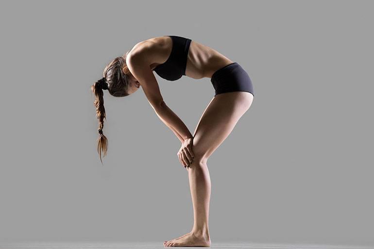 Уддияна бандха или брюшной замок в йоге: техника выполнения, польза и противопоказания