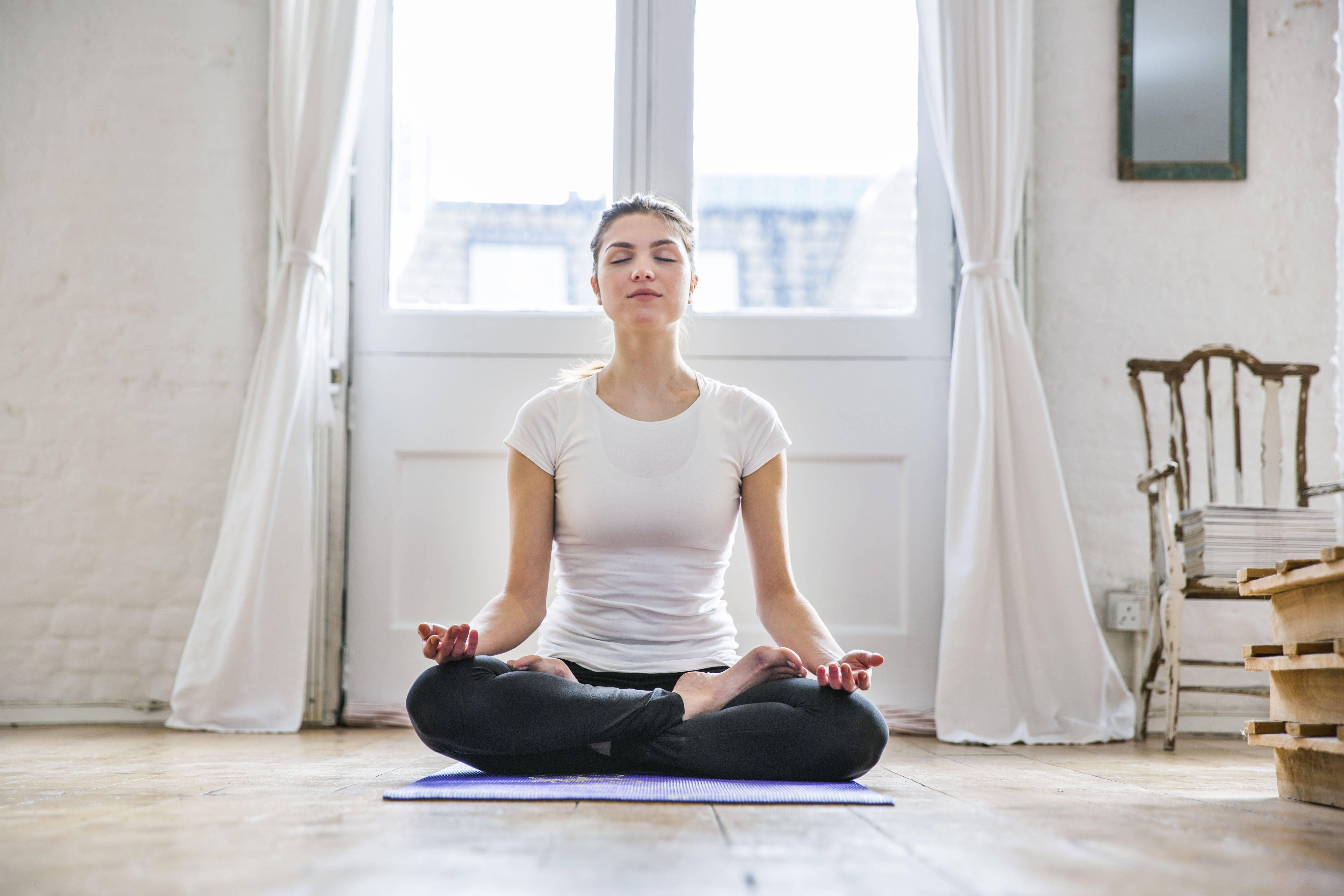Йога практика - как начать заниматься дома с нуля