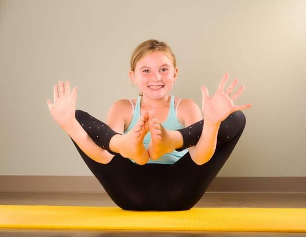 Крепкое здоровье и море пользы для ребенка: практика йоги для детей и ее особенности