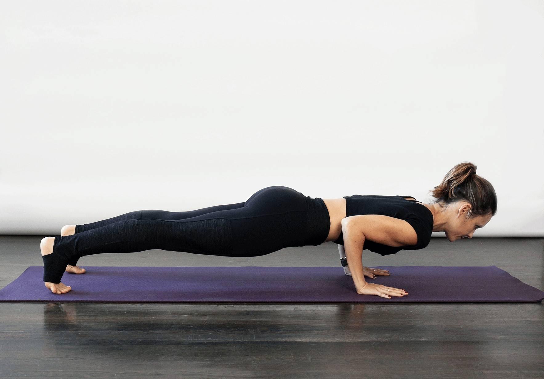 Падангуштхасана поза в йоге: техника выполнения, польза, противопоказания