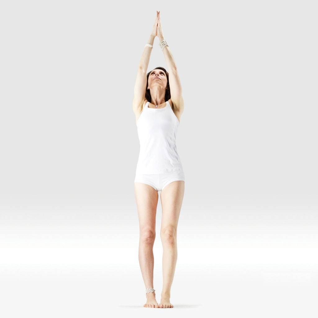 Поза врикшасана подарит уверенность в себе, легкость в теле и успокоит нервную систему