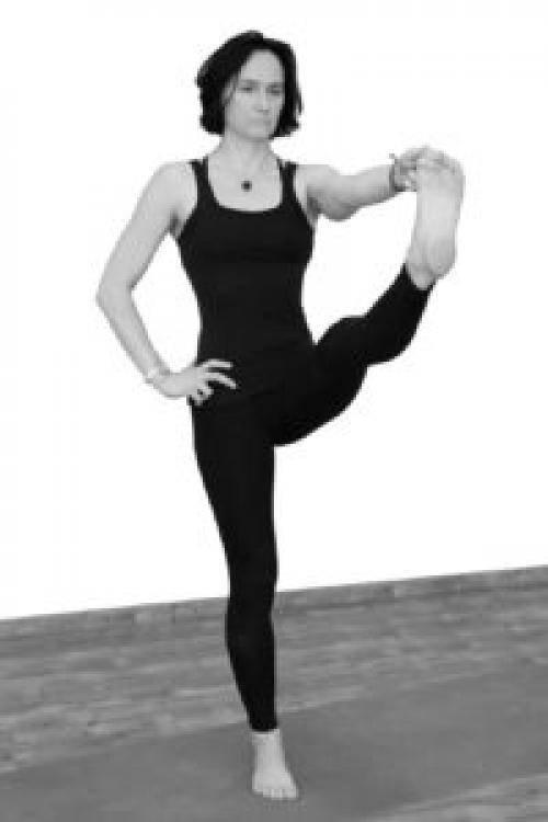 Секреты выполнения уткатасаны, техника позы стула в йоге, польза асаны