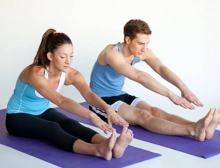 Почему скрещивают ноги и что это означает?