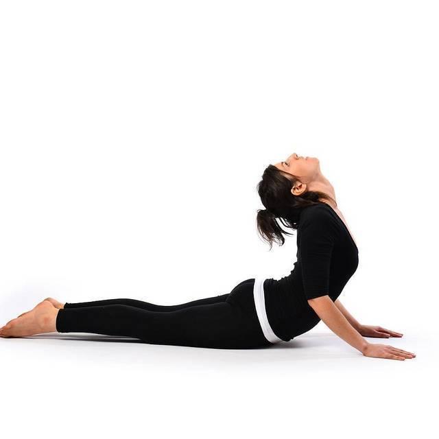 Парипурна навасана или поза лодки в йоге: техника выполнения, польза, противопоказания