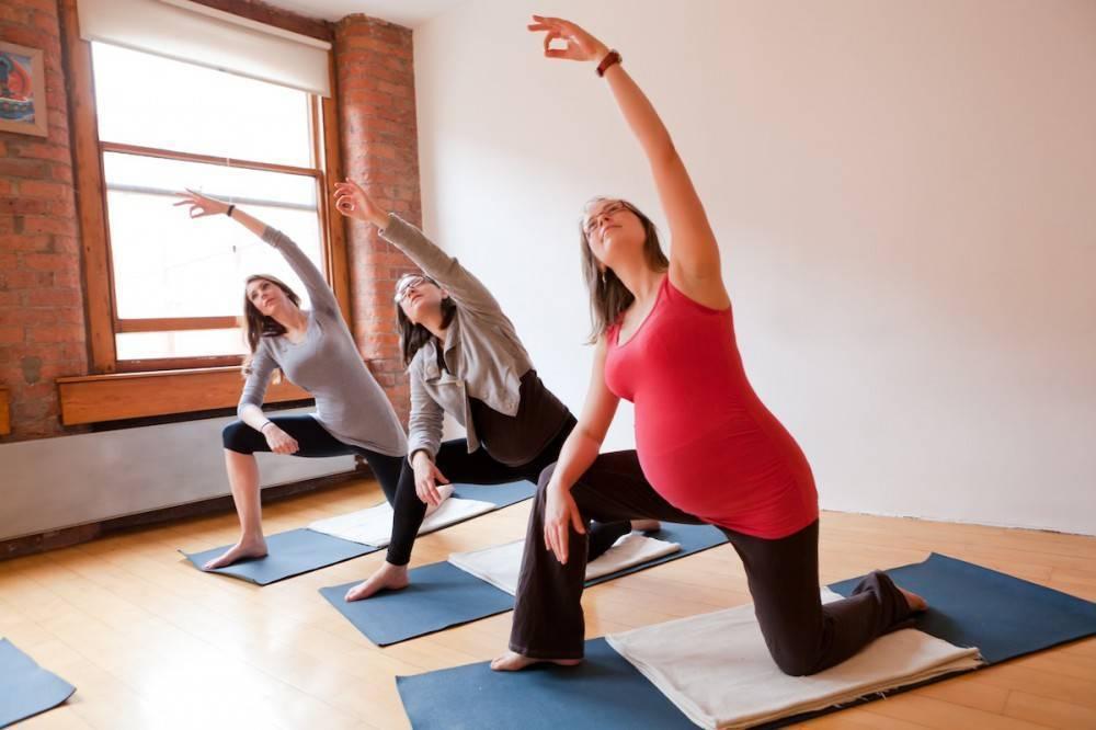 Йога для беременных на 2 триместре: что можно. что нельзя