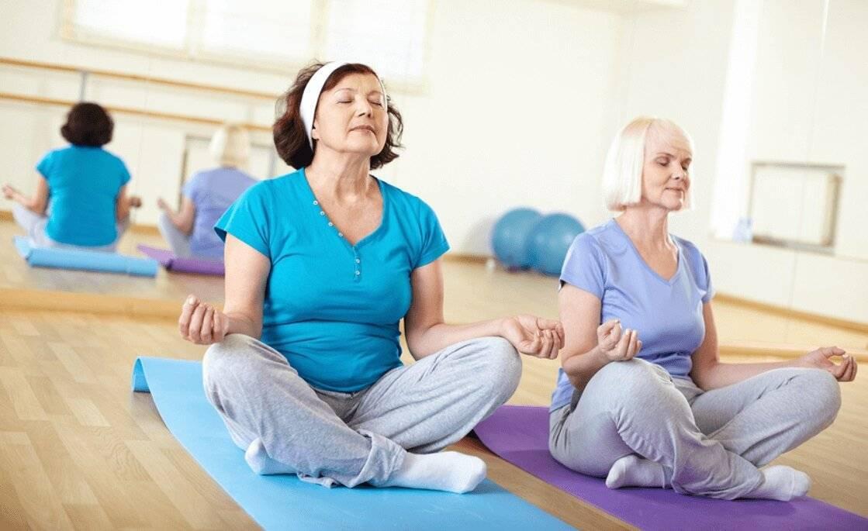 Йога для пожилых после 50: комплекс упражнений, особенности и основные правила