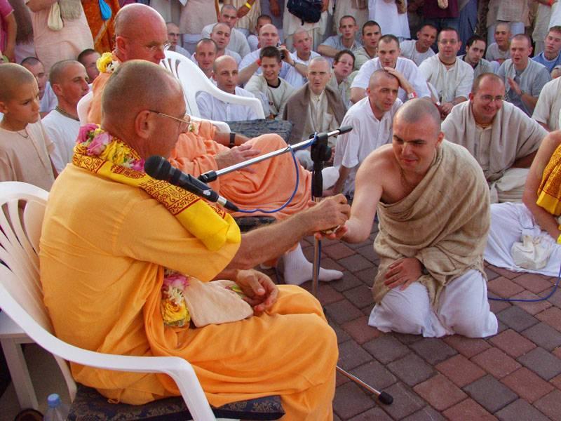 Знакомьтесь, садхгуру – самый известный современный мистик и мастер йоги