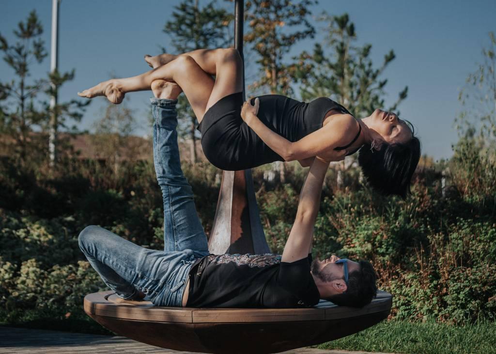 Акройога для начинающих: упражнения и практика для двоих