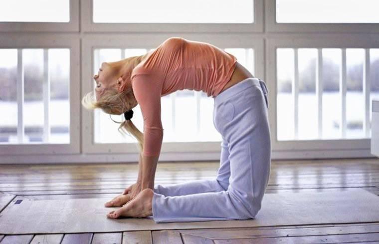 Правильная техника выполнения позы ворона в йоге (какасана) для раскрытия тазобедренных суставов