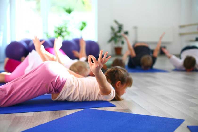 Польза хатха-йоги для детей и простые упражнения, которые можно повторить дома