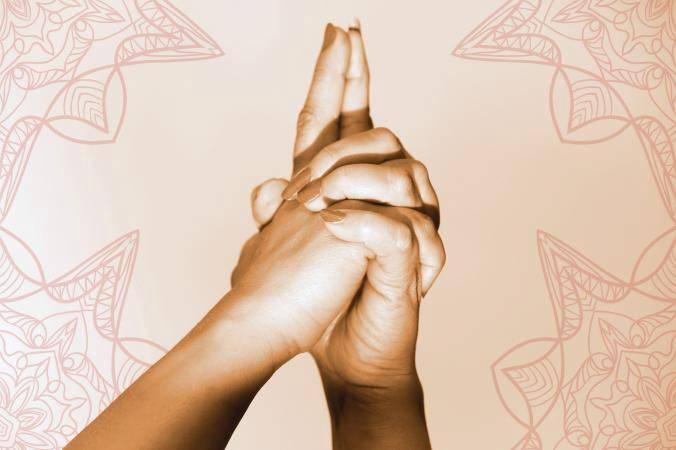 Мудры для кишечника: полезные упражнения для пальцев рук, чтобы активировать потоки энергии.