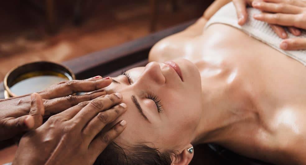 Аюрведический массаж - что это и чем он отличается от обычного массажа?