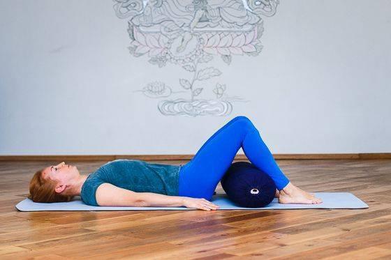 Йога при сколиозе 1, 2, 3 степени для осанки: комплекс упражнении