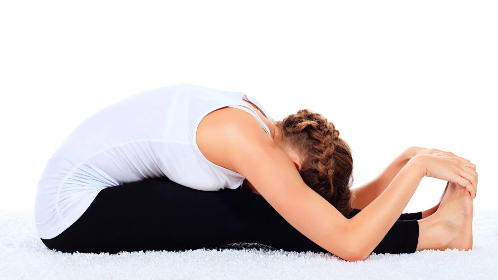 Уттанасана: техника выполнения для расслабления, польза, противопоказания