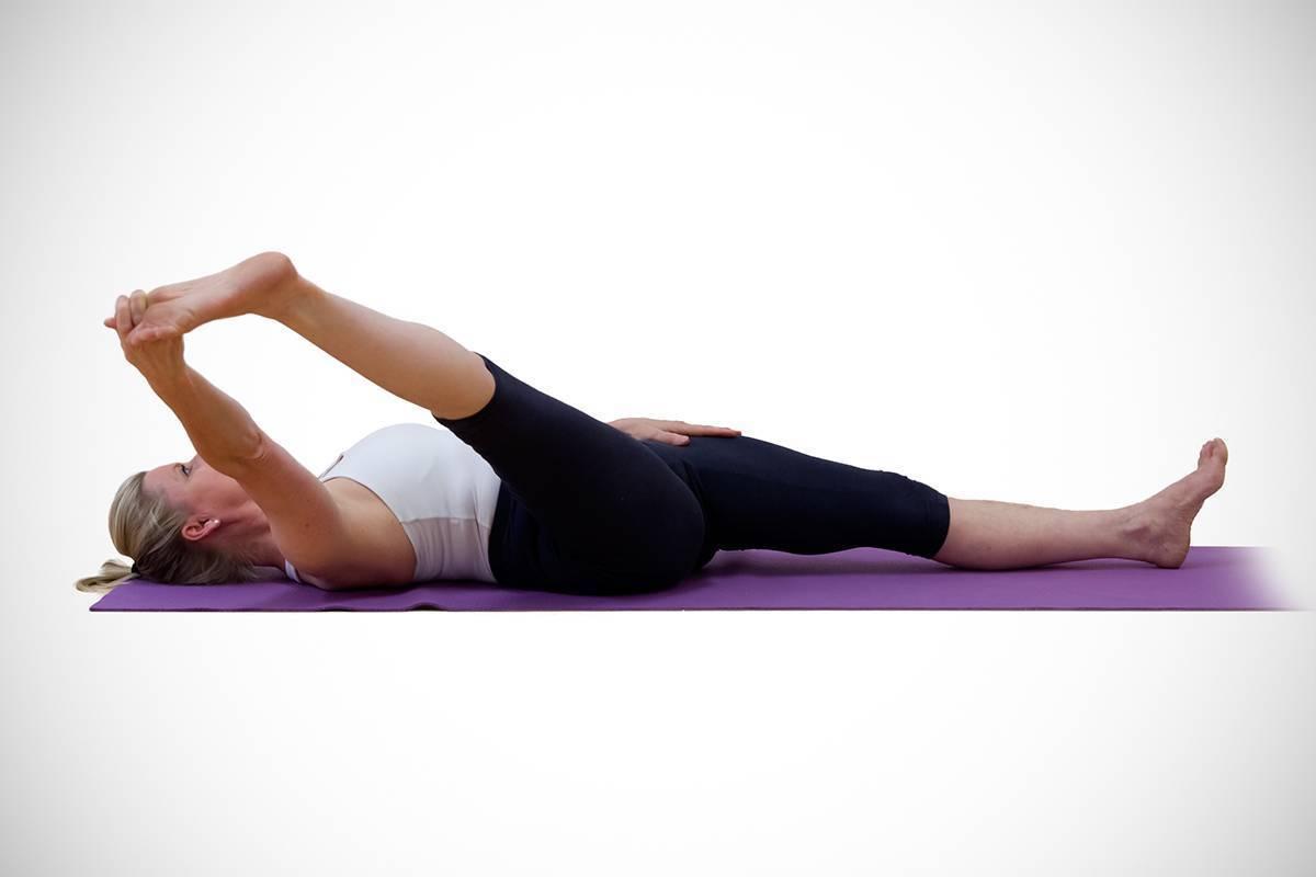 Йога при геморрое: эффективные упражнения и позы, а также можно ли заниматься во время болезни?
