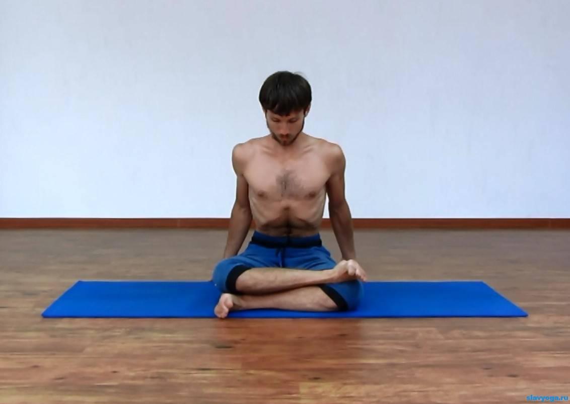 Универсальная поза лотоса в йоге: в чем польза этой асаны и для кого она подходит?