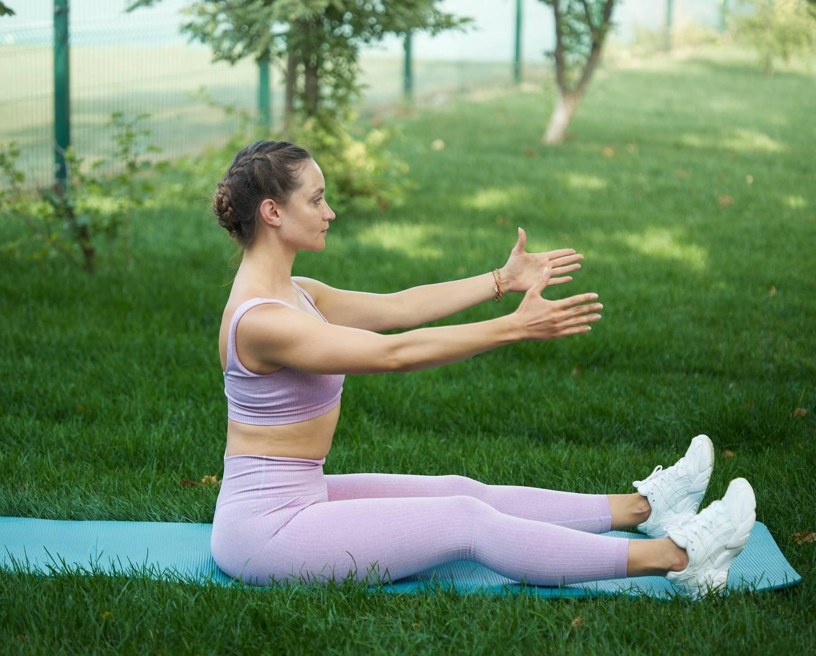 Упражнения для правильной осанки от тренеров gold's gym