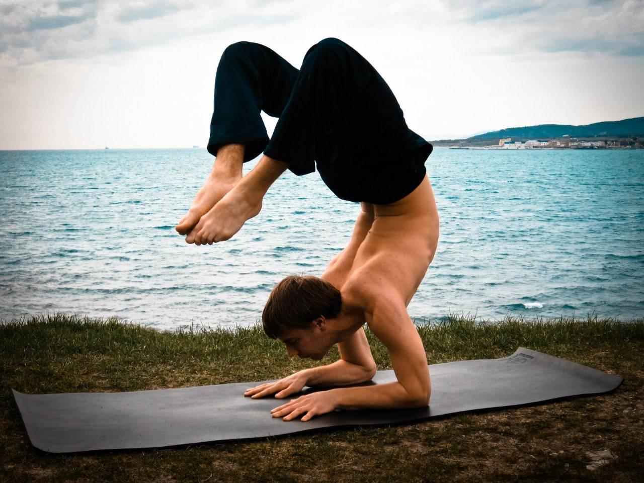 Поза уттанасана – получите заряд жизненной энергией, снимите стресс и омолодите позвоночник