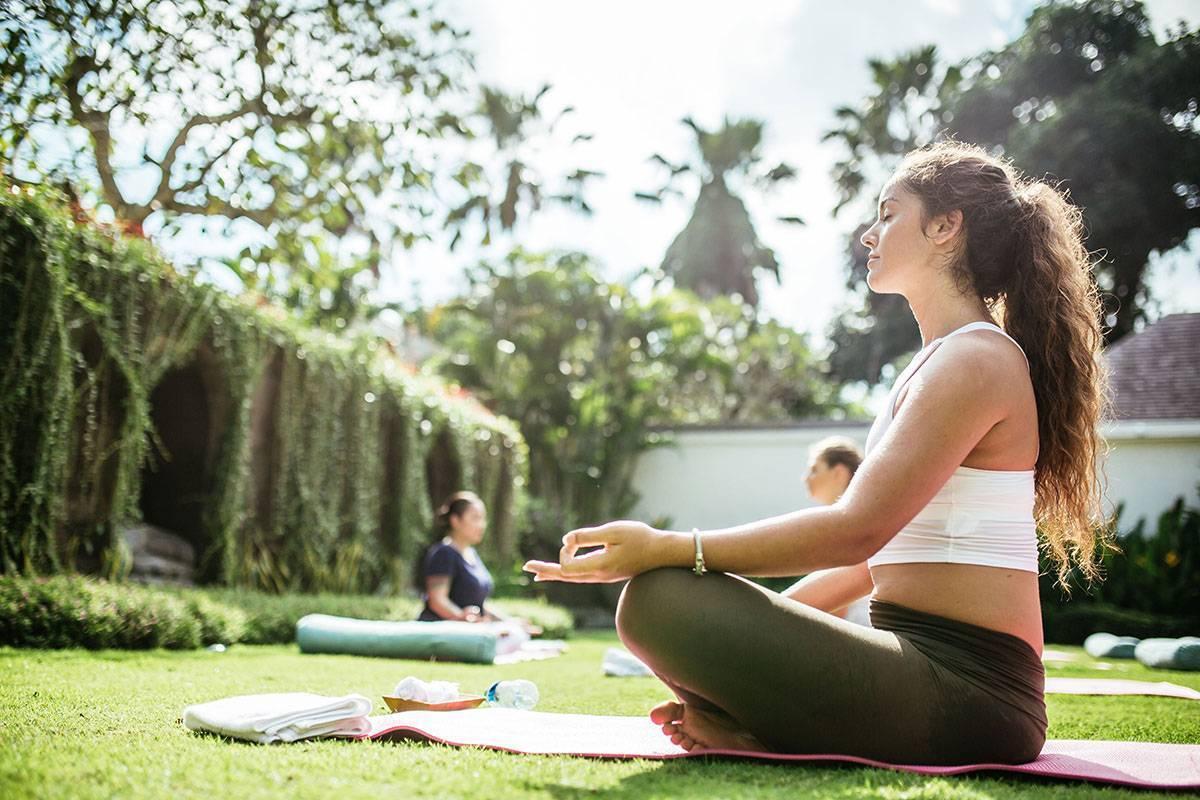 Как стать тренером по йоге с нуля - зарплата, образование, профессия