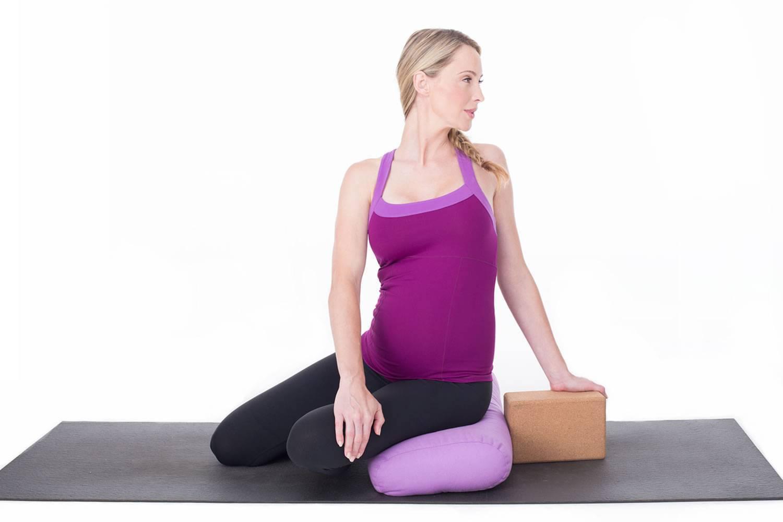 Самая безопасная йога для беременных в 2 триместре и особенности асан и поз