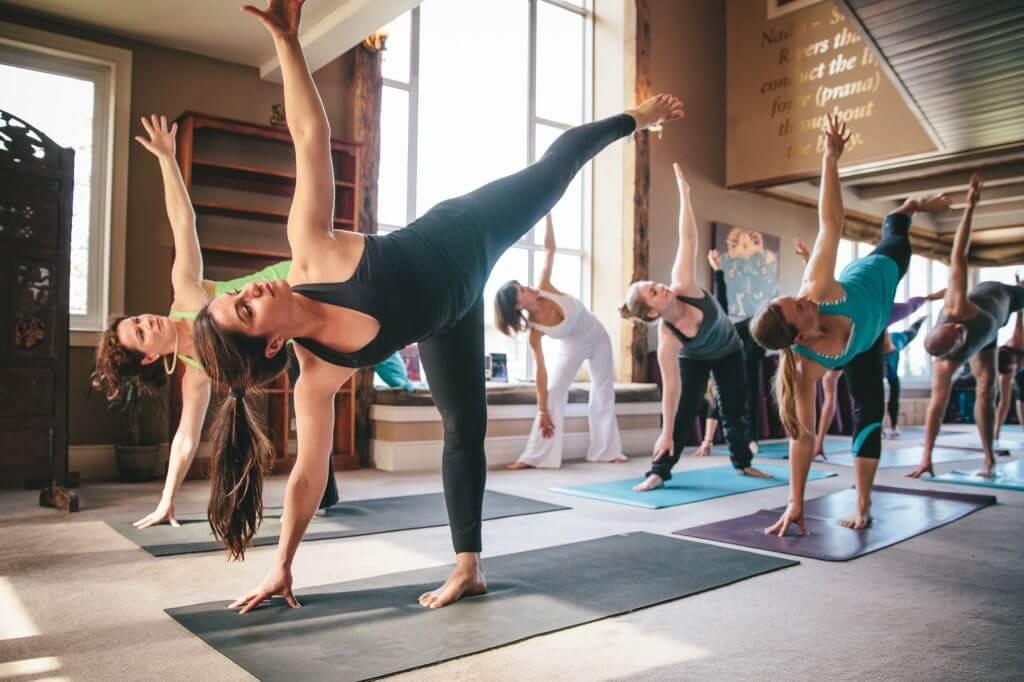 Польза йоги для женщин: для чего нужна и как влияет на организм
