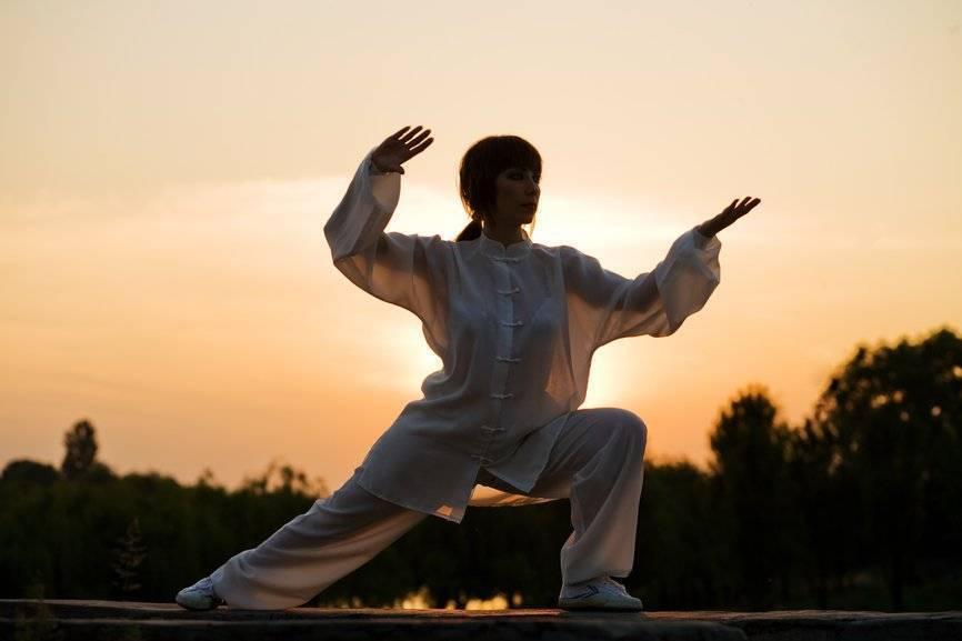 7 восточных практик, которые подтянут тело и очистят разум | gq russia