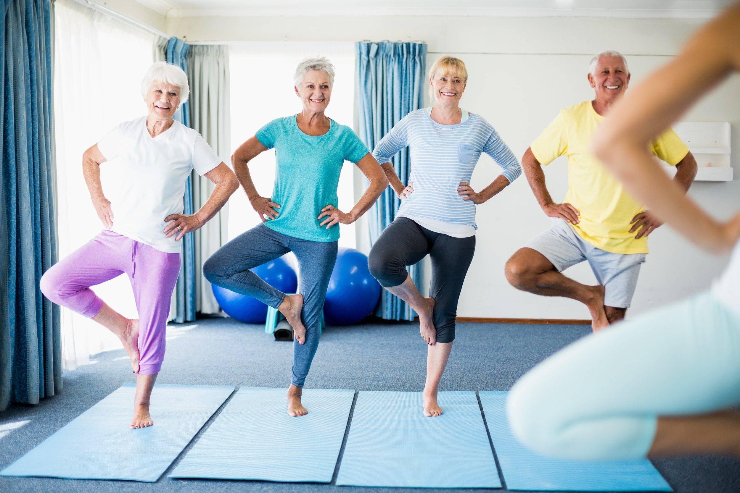 Молодость и долголетие – особенности йоги для пожилых и комплексы упражнений