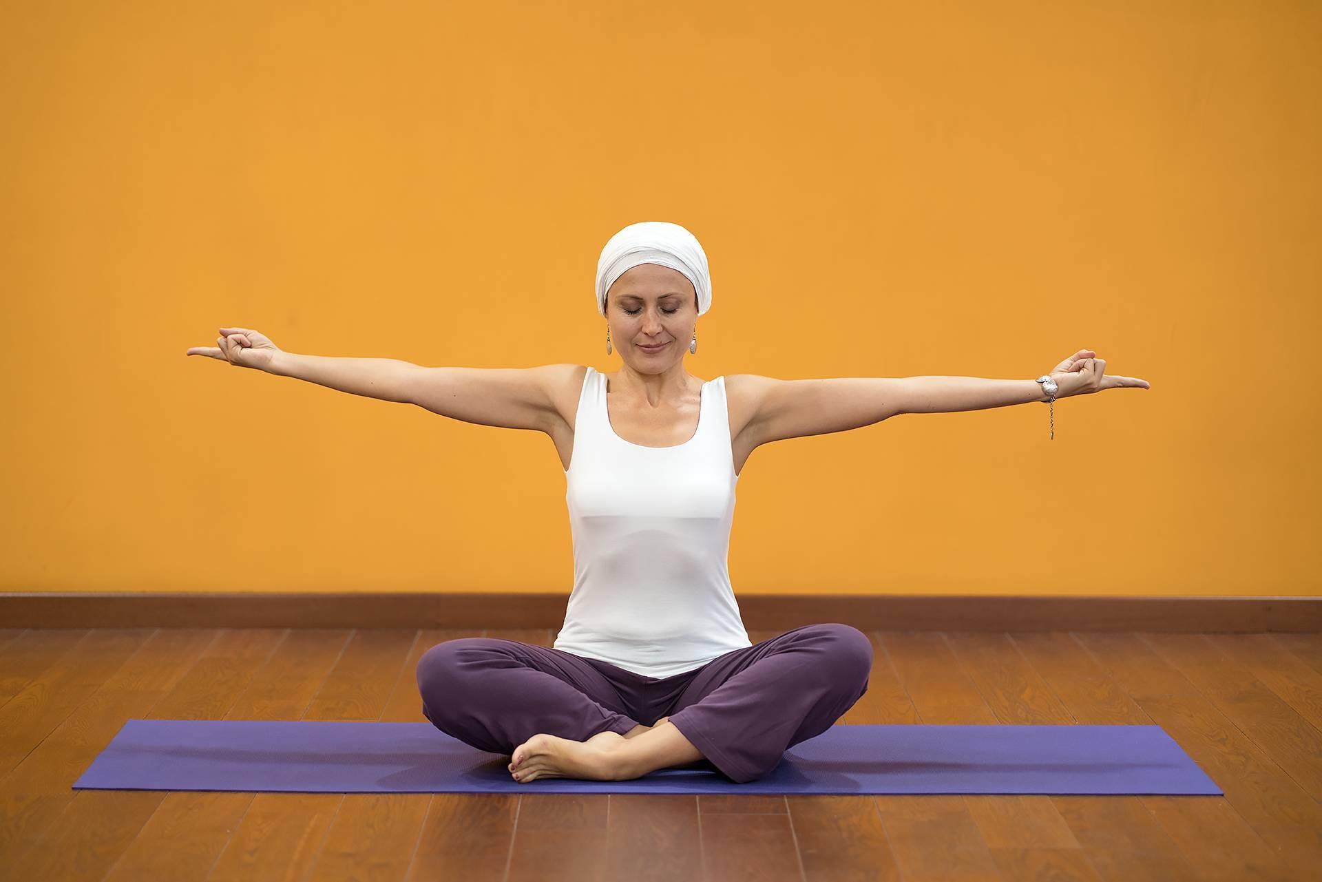 Йога для лица: 6 упражнений помогут выглядеть как после процедур лифтинга