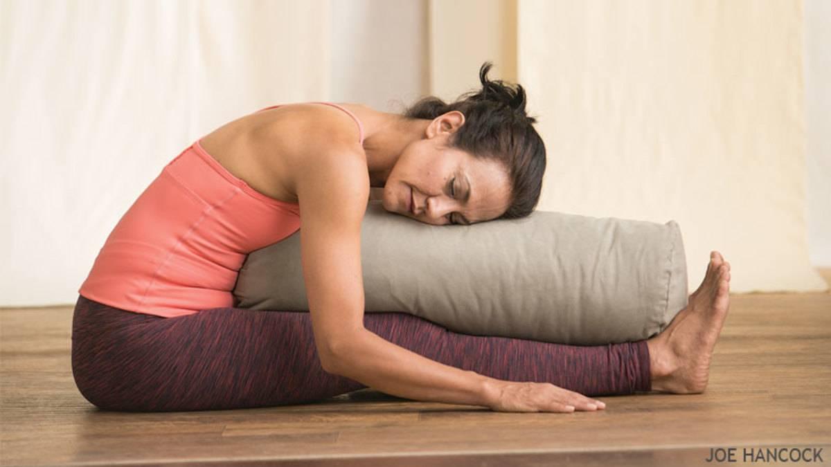 Можно ли заниматься йогой при месячных и будет ли польза от упражнений